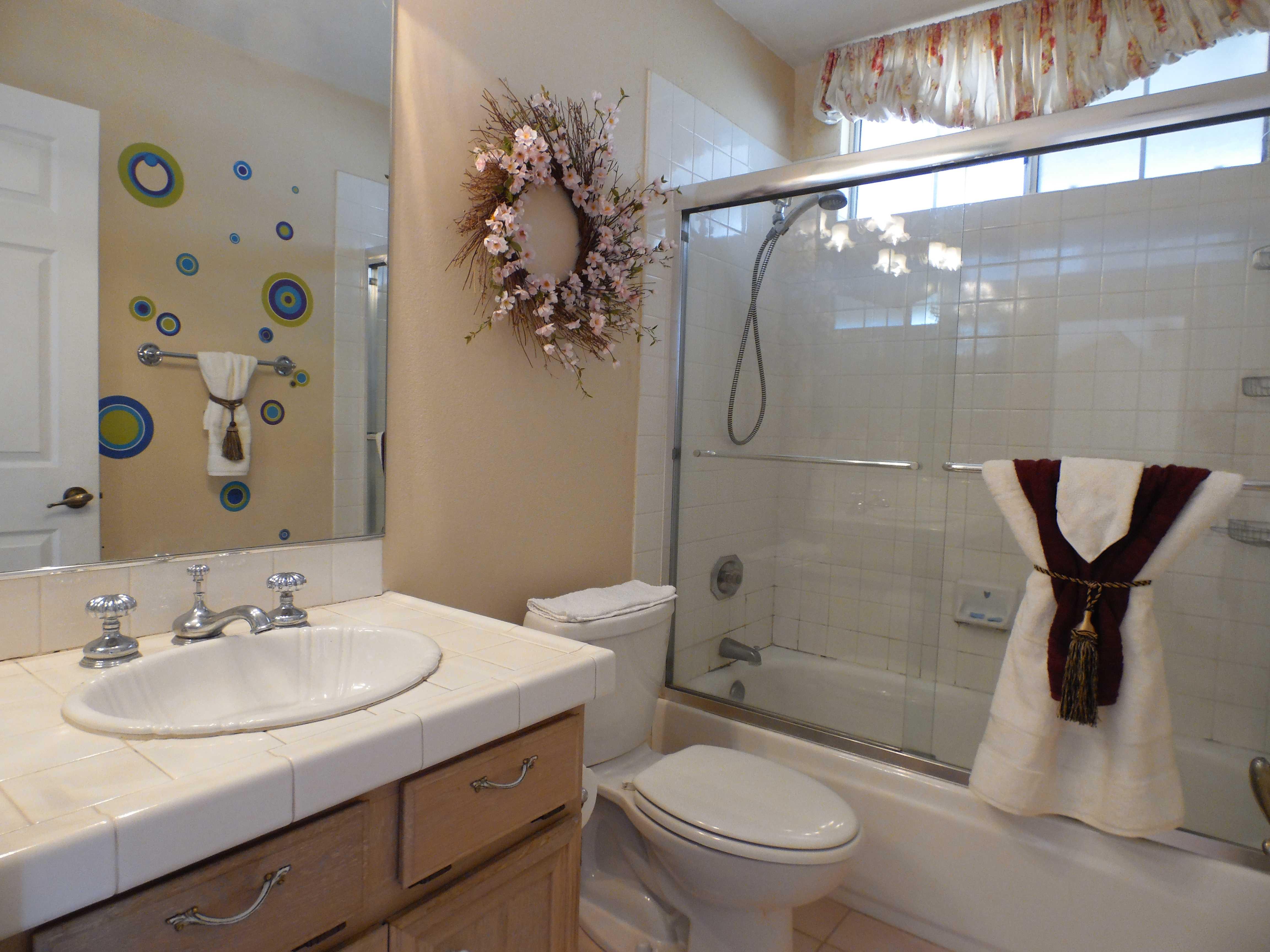 hallway-bath01.jpg