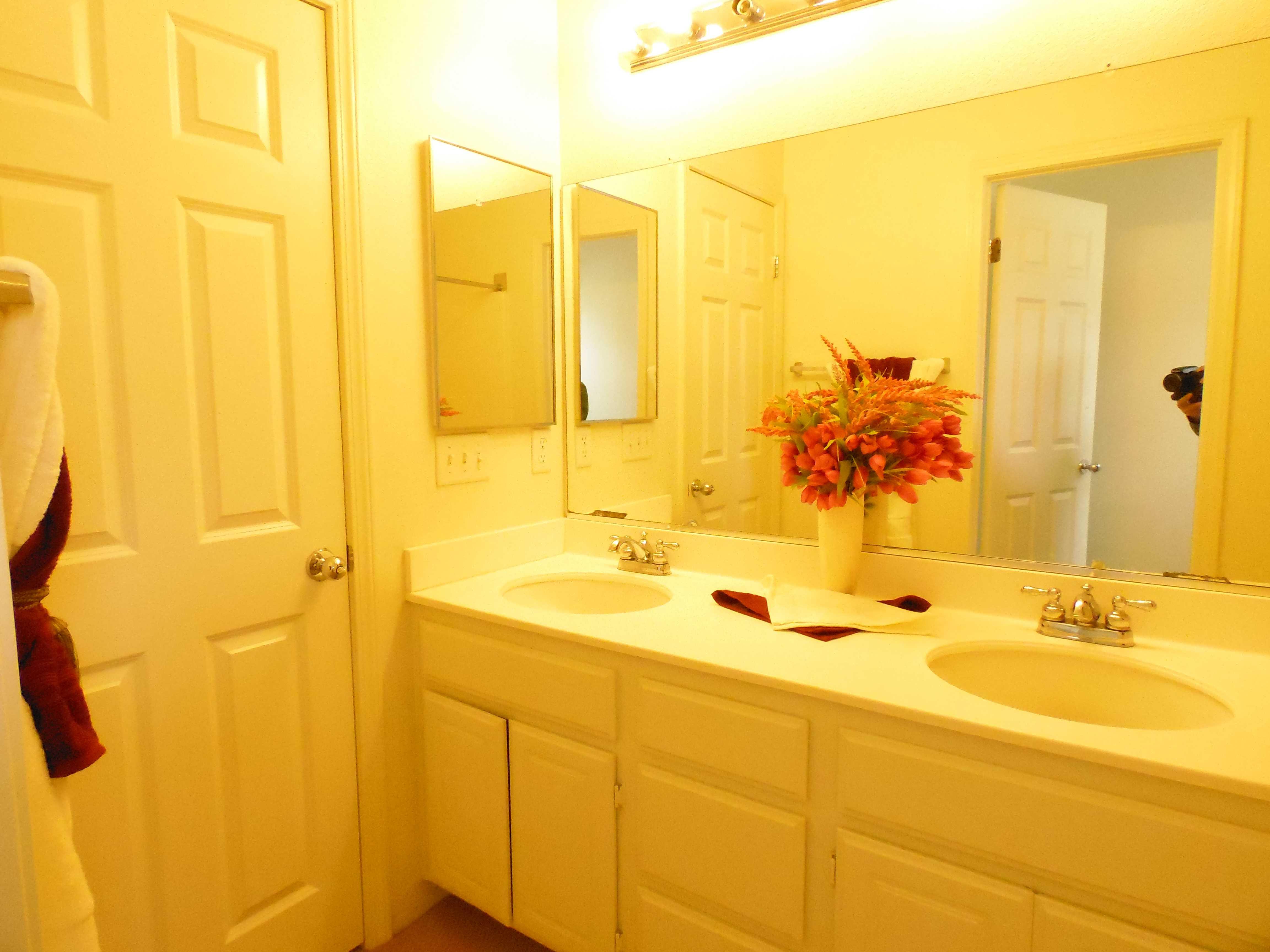 bath-hallway2.jpg