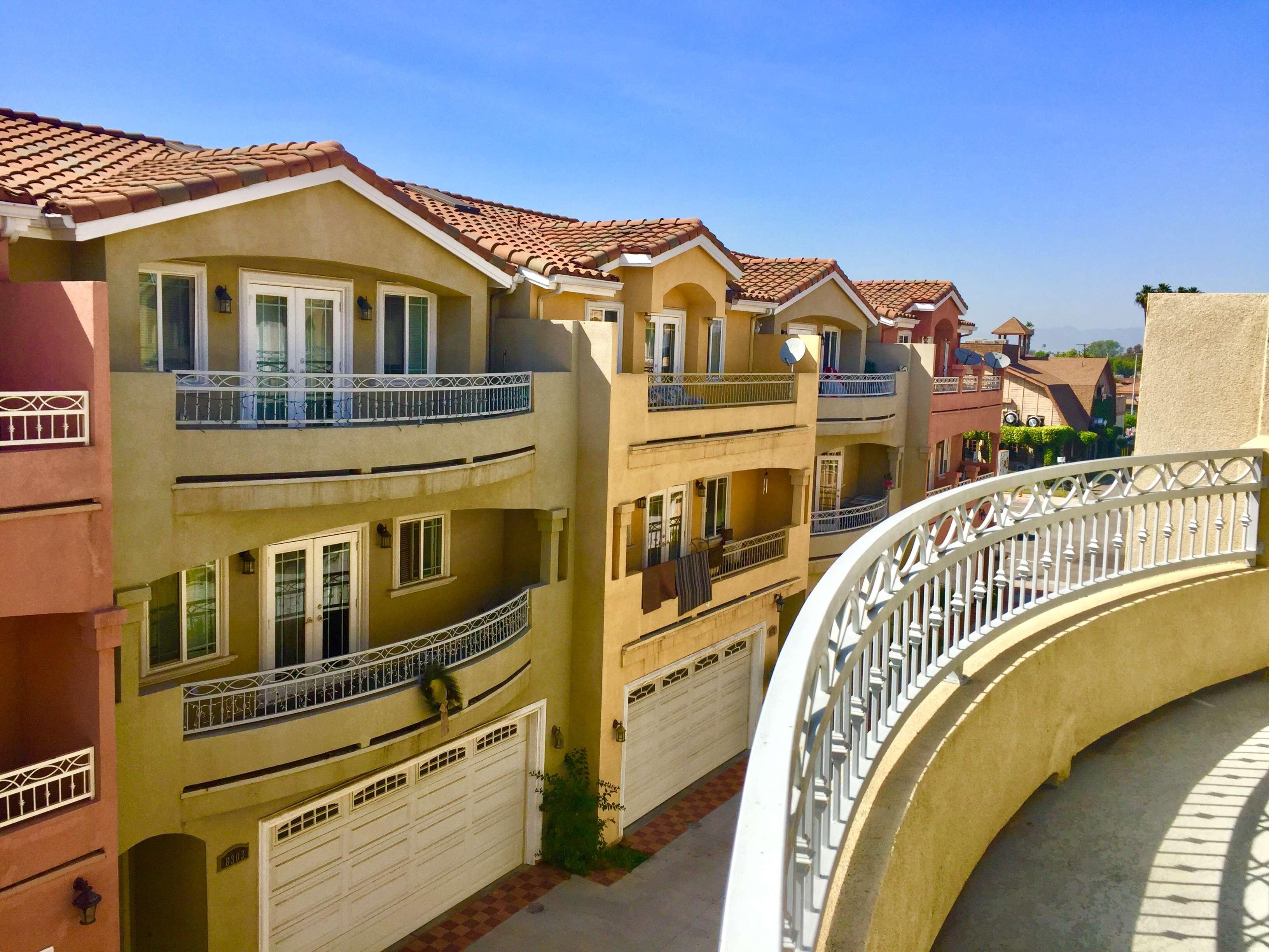 8300 Golden Cir, Garden Grove, CA 92844 ⋆ National Brokers